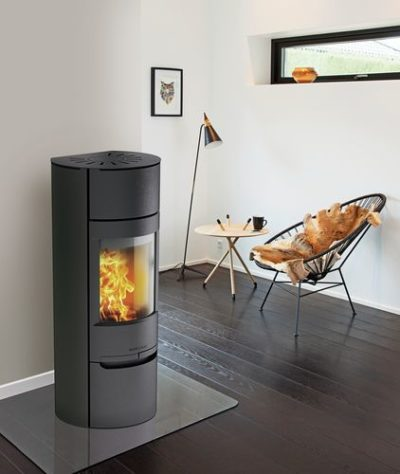 Wiking Luma 6 Black, includes a heat store above the combustion chamber.